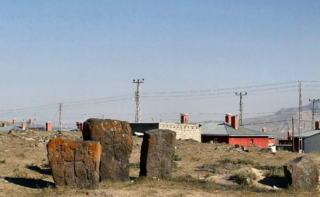 Anclas de piedra encontradas en el Lugar de los Ocho